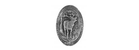 Calotte pommeau pour crosse pistolet en métal couleur argent. Gravures motif animalier Cerf.